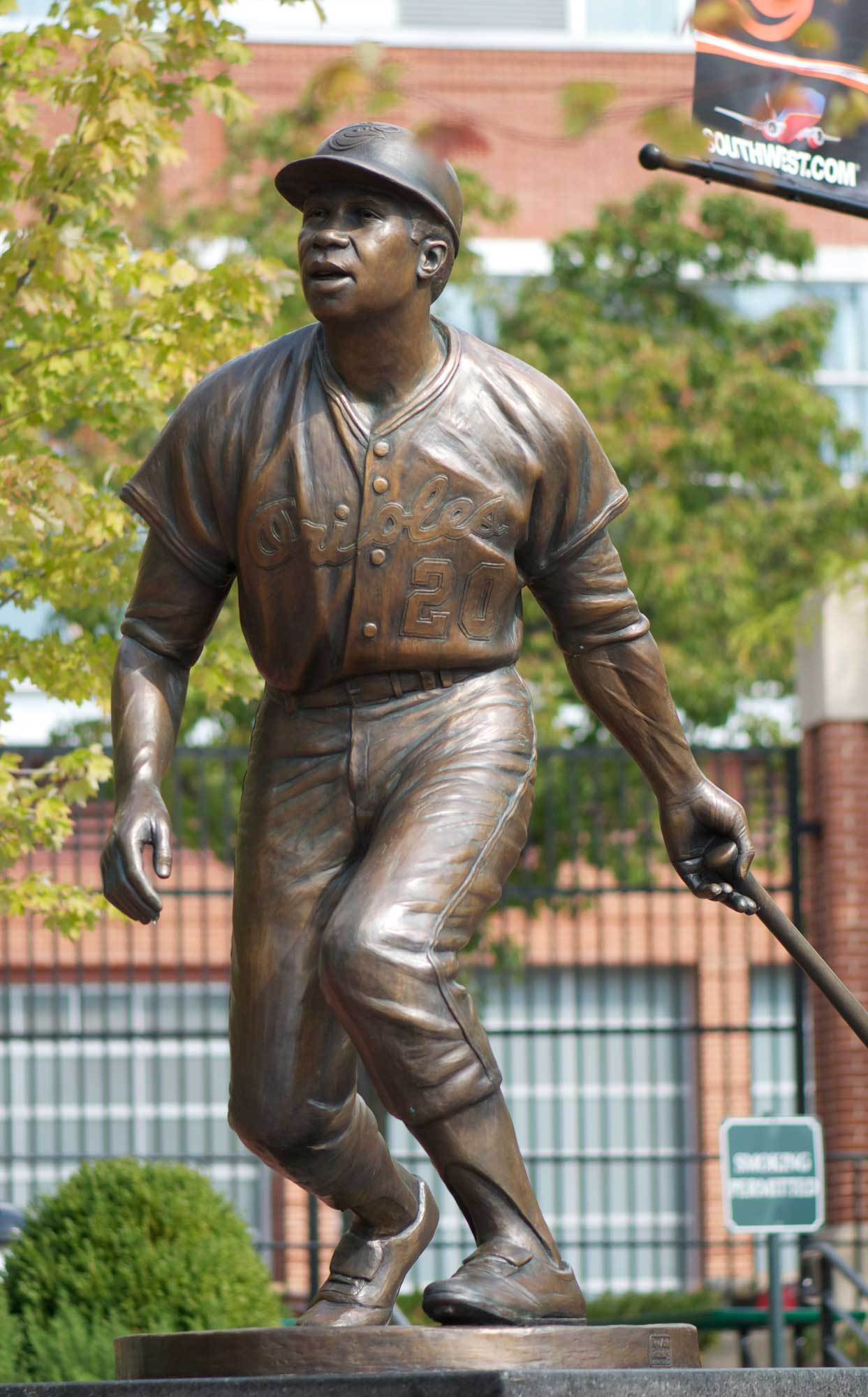 Frank-robinson-statue